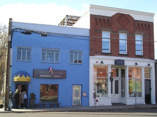 Monas-and-Scribbless-exterior-Dec-2009-499x374